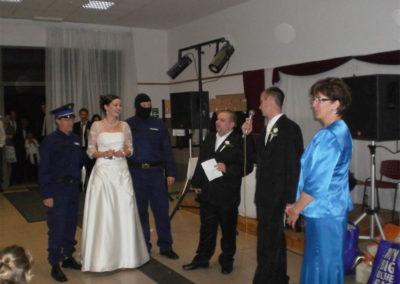 Szürreális jelenet egy nyíregyházi lagzin, az elrabolt menyasszonyt a kommandó hozta vissza
