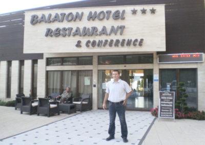 Érkezés az esti Retro Partyra Siófok, Balaton Hotel