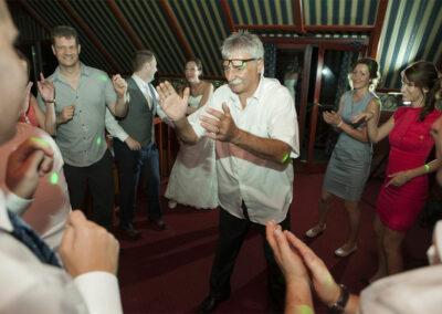 Örömapa tánca az érdi Festal Pubban